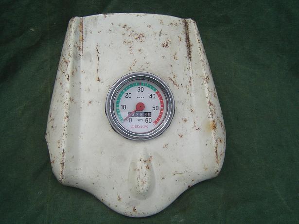 BATAVUS  1961  koplamp kap met VDO kilometer teller