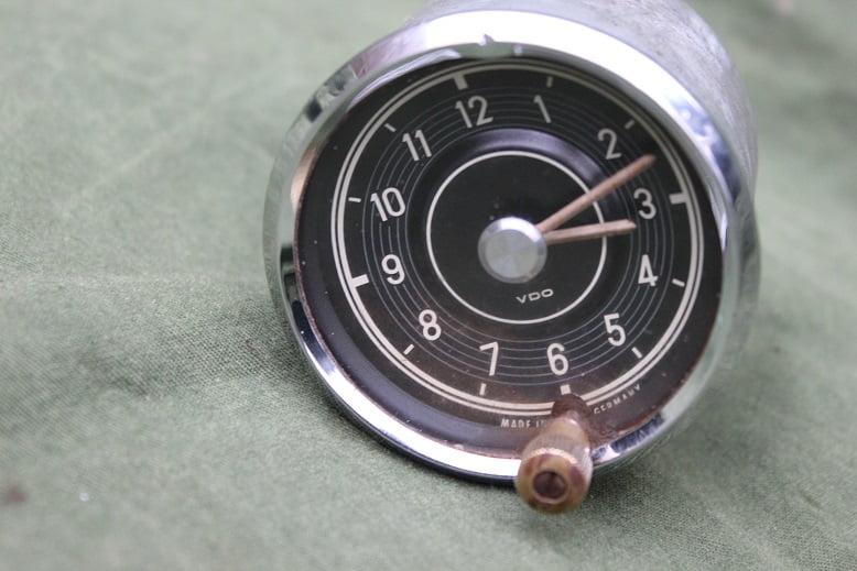 MERCEDES GULLWING 1962 clock uhr part. no 198 542 01 11  300 SL carclock