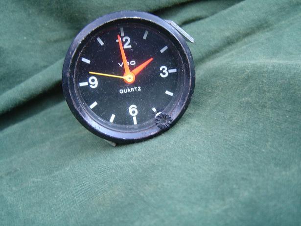 VDO QUARTZ 12 volts  1980  klokje  uhr clock carwatch