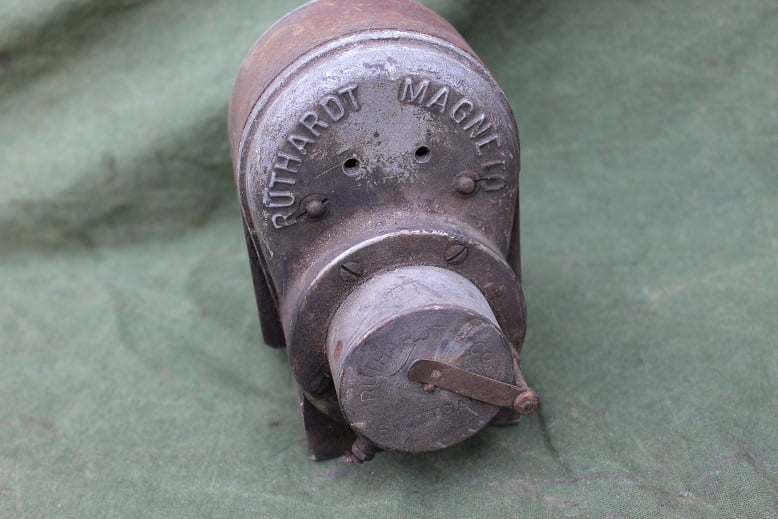 RUTHARDT SR2V 45 degrees MAGNETO Stuttgard zundmagnet ontstekings magneet
