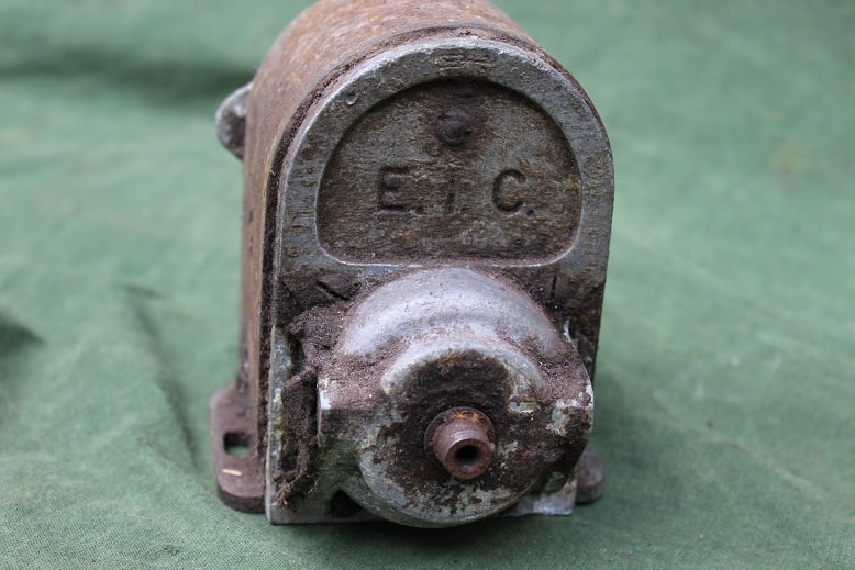 EIC 180 degrees magneto 180 graden ontstekings magneet zundmagnet Douglas ?