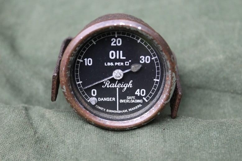 RALEIGH 40 Lbs oil pressure gauge 1930's Tomey Birmingham olie drukmeter