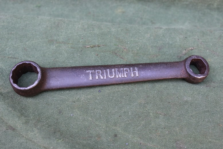 TRIUMPH 1920 / 1930 boord sleutel toolbox spanner