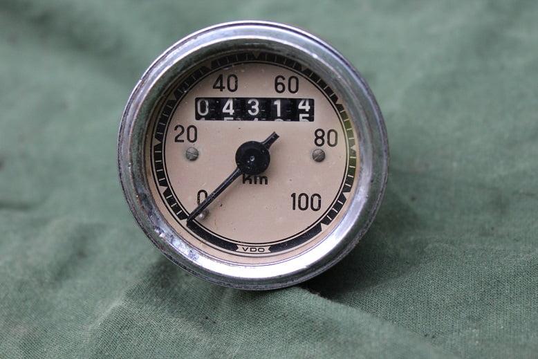 VDO 100 KM motorfiets kilometer teller doorsnede 60 mm tacho speedometer 1950's