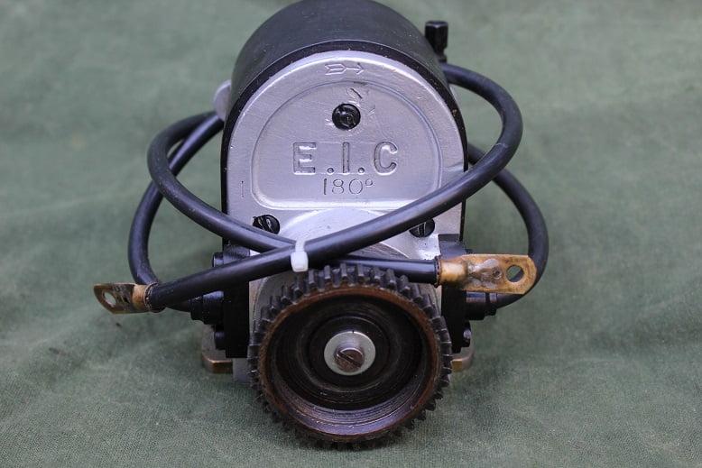 EIC 180 graden ontstekings magneet E.I.C. 180 degrees magneto zundmagnet Douglas