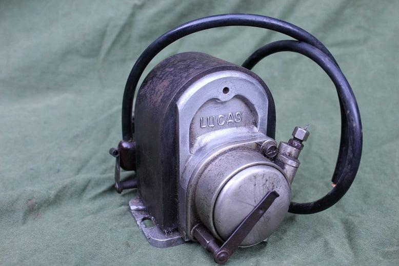 LUCAS 2 cilinder ontstekings magneet twin cilinder motorcycle magneto 1928 ?
