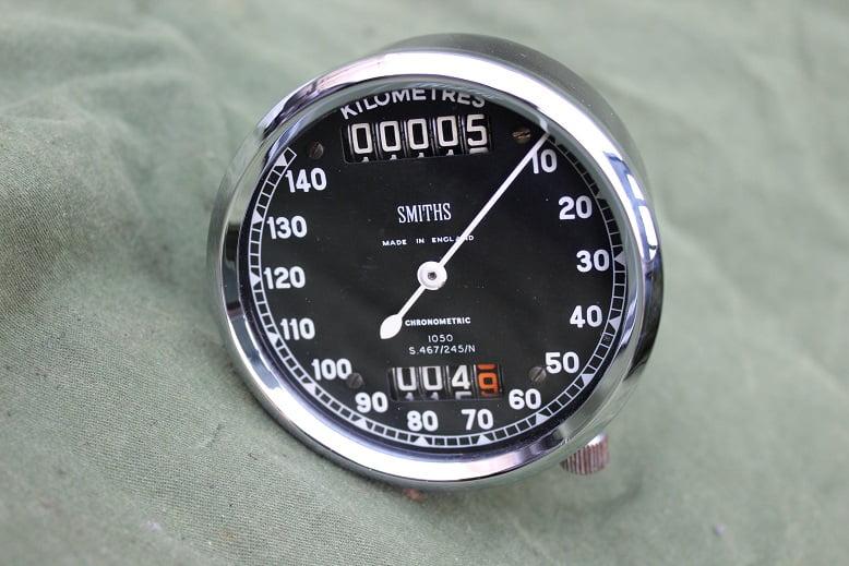 SMITHS S467/245/N 140 km kilometer teller chronometric speedometer tacho angled drive