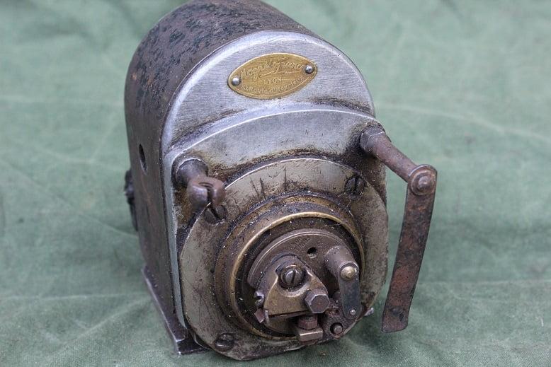 MAGNETO FRANCE LYON 2AF ontstekings magneet magneto zundmagnet 1930's