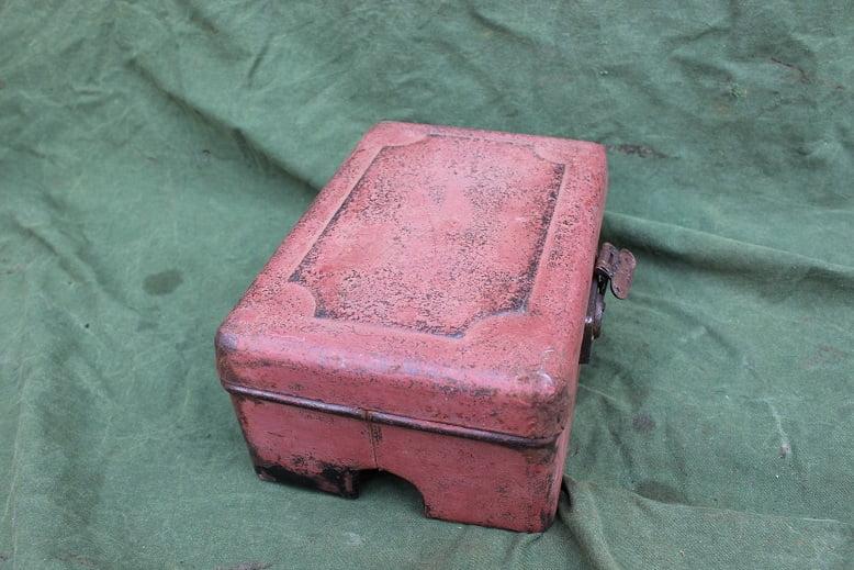 gereedschaps trommel voor op benzine tank France petroltank mount toolbox 1920's