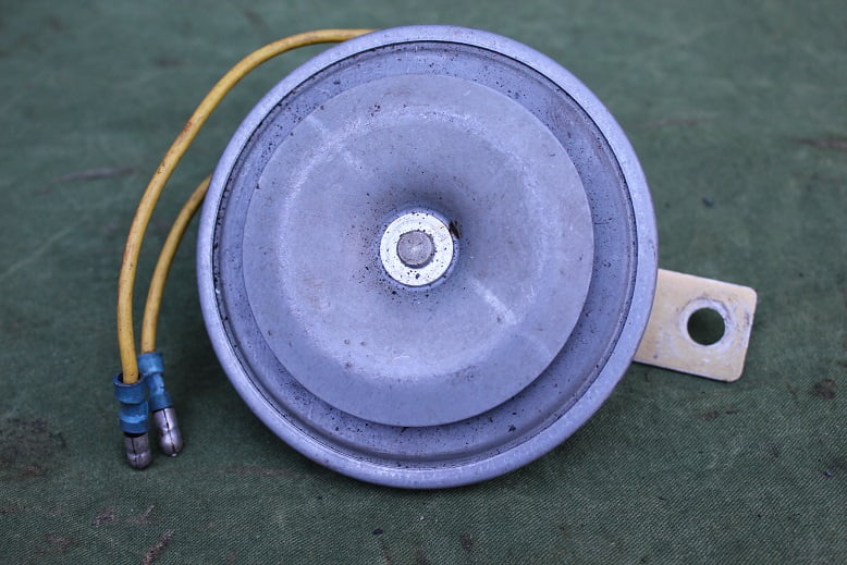 HELLA 6 volts claxon horn hupe 1960's / 1970's