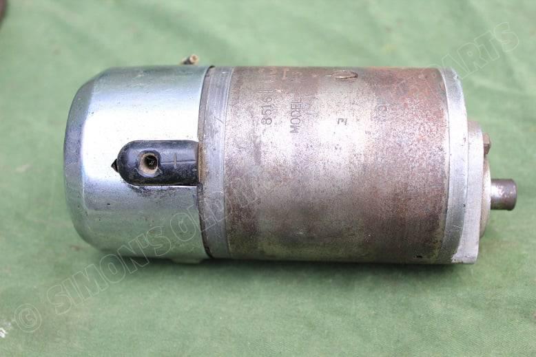 LUCAS model E3M-3 type L- 0 1933 drieborstel dynamo lichtmachine